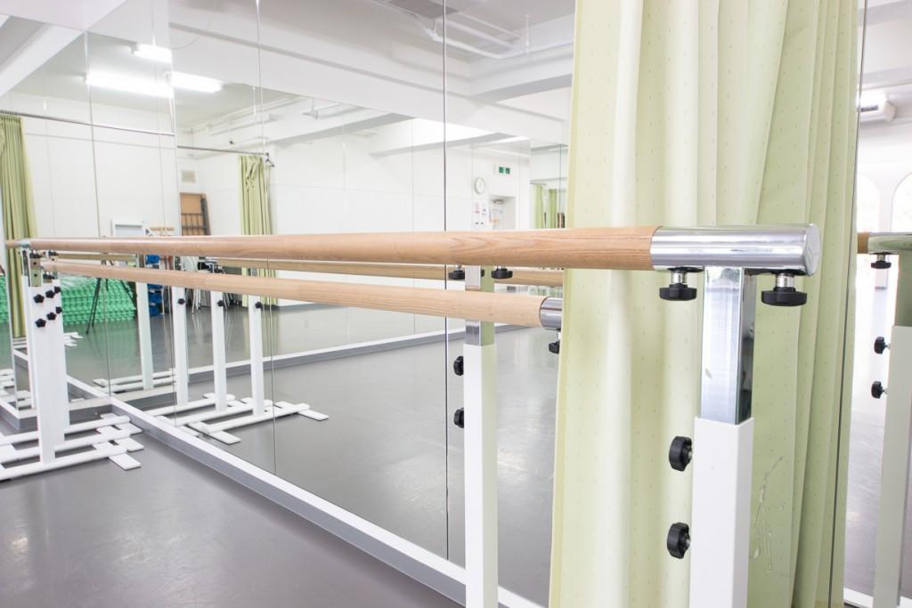 バレエ教室がすぐできる!レッスンバー完備